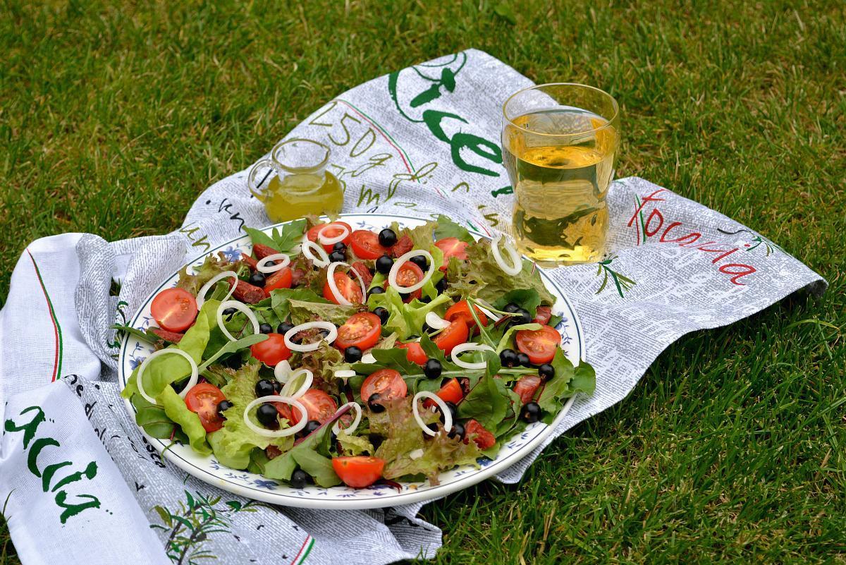 salatka-z-botwinka-i-czarna-porzeczka-mlt-1