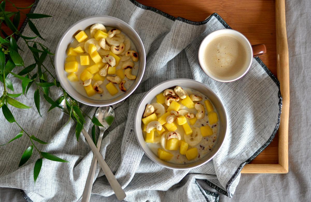 owsianka z mango bananem i ziarnami