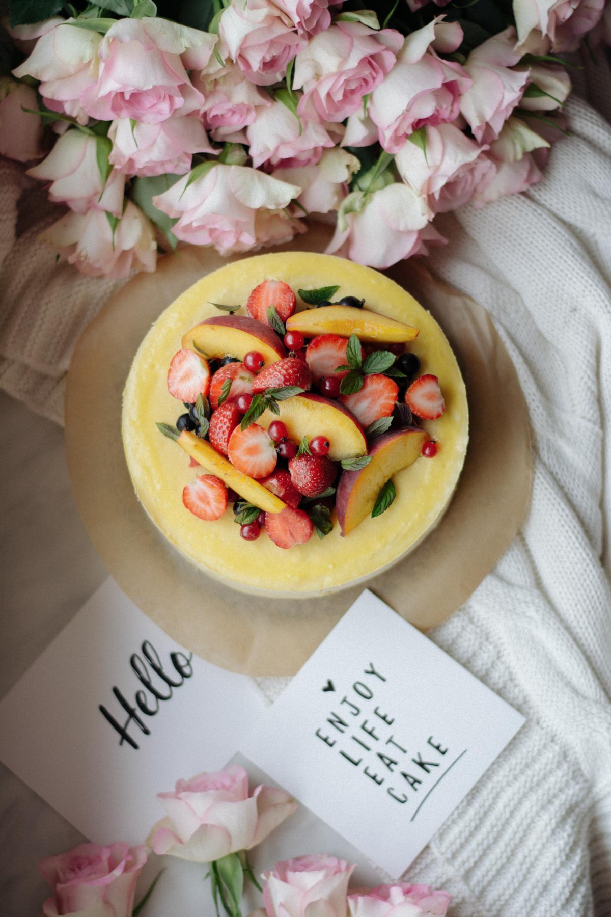 sernik z sezonowymi owocami 6